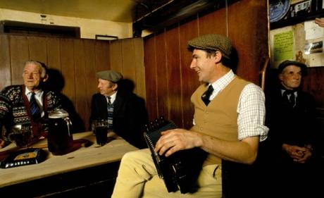 Country-pub-Suffolk-Homer-Sykes-British-Life-Photography-Awards