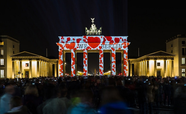Brandenburger-Tor-3D-Video-Mapping-Berlin-Festival-of-Lights-2014