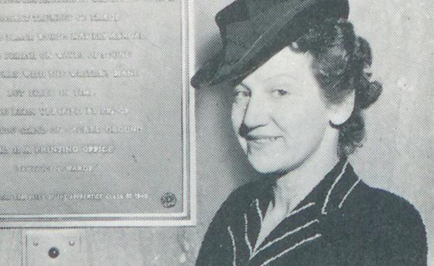 Beatrice-Warde-Portrait-1930